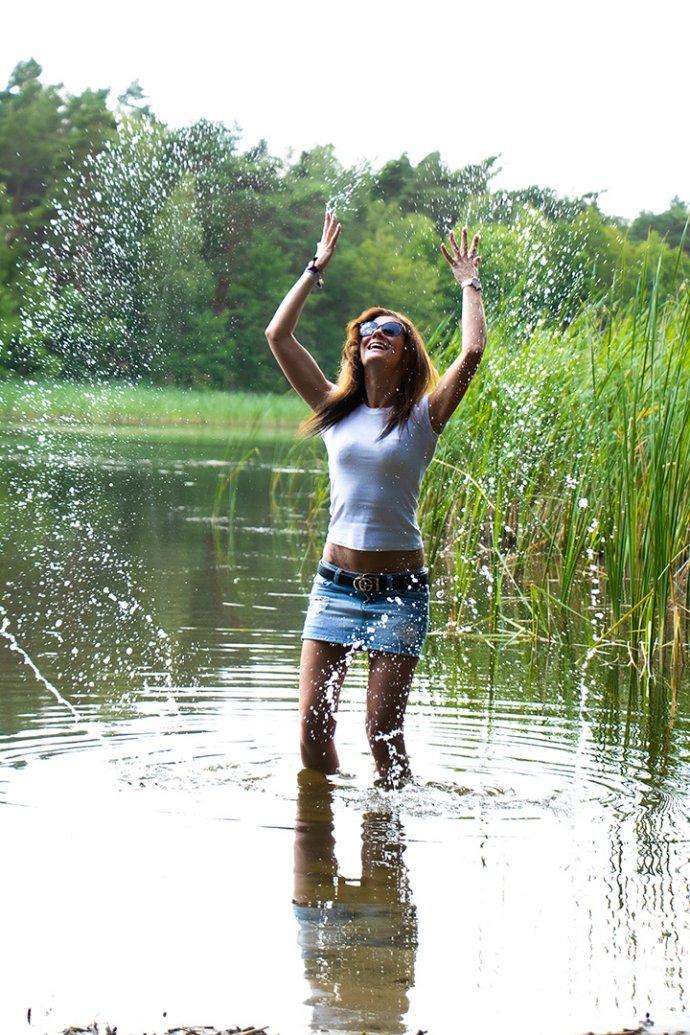 Im Wasser spielen