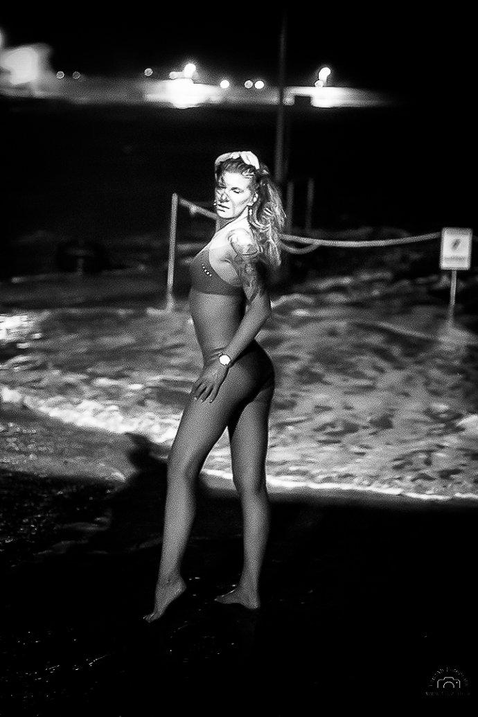Steffi TanzAb im Bikini in Malta